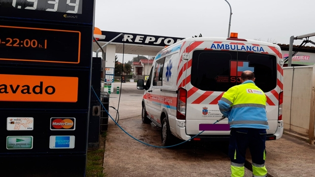 Ambulances and police cars get free car washes