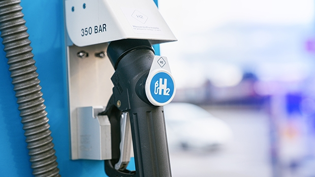 Will hydrogen-fuelled vehicles change petrol station forecast use?