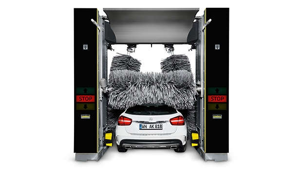 Modern vehicles are becoming wider and taller. Kärcher designed its new Klean!Star gantry vehicle wash system specifically to meet these requirements. Properties such as different high pressure options, the contour detection of the side brushes, the power