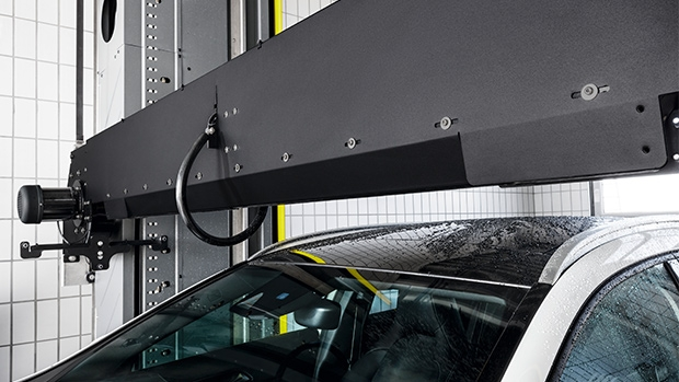 The 30° adjustable roof drier follows the contour of the vehicle and leads to fast and efficient drying in the front and rear area.
